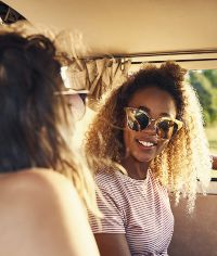 2 friends in a car