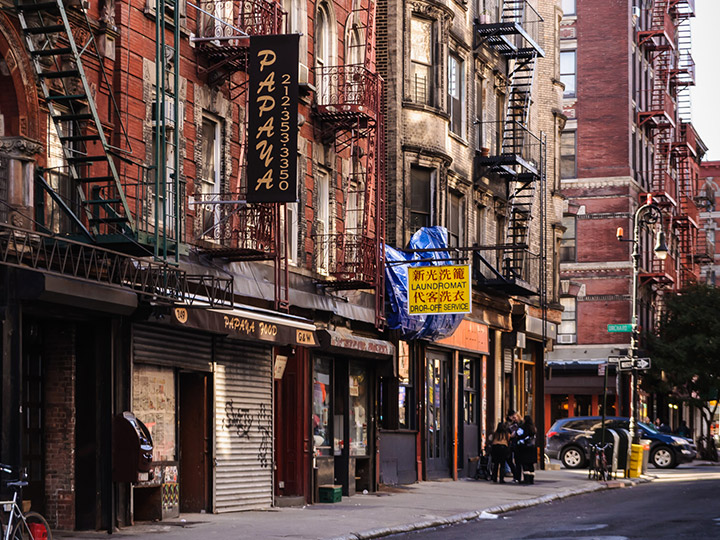 These 8 Urban Walking Tours Are Quirky To The Max