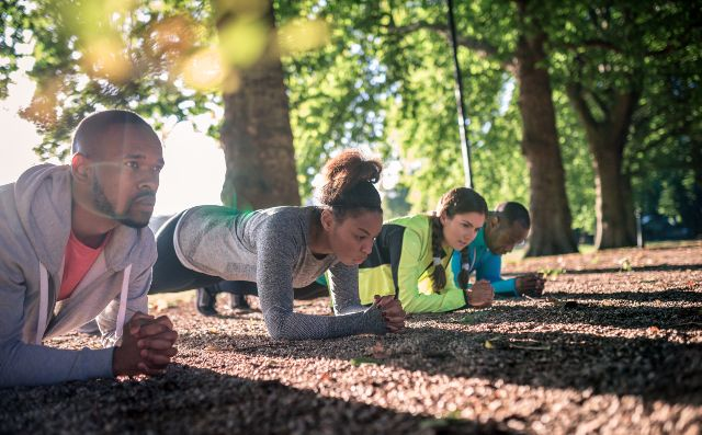4 people doing group exercise
