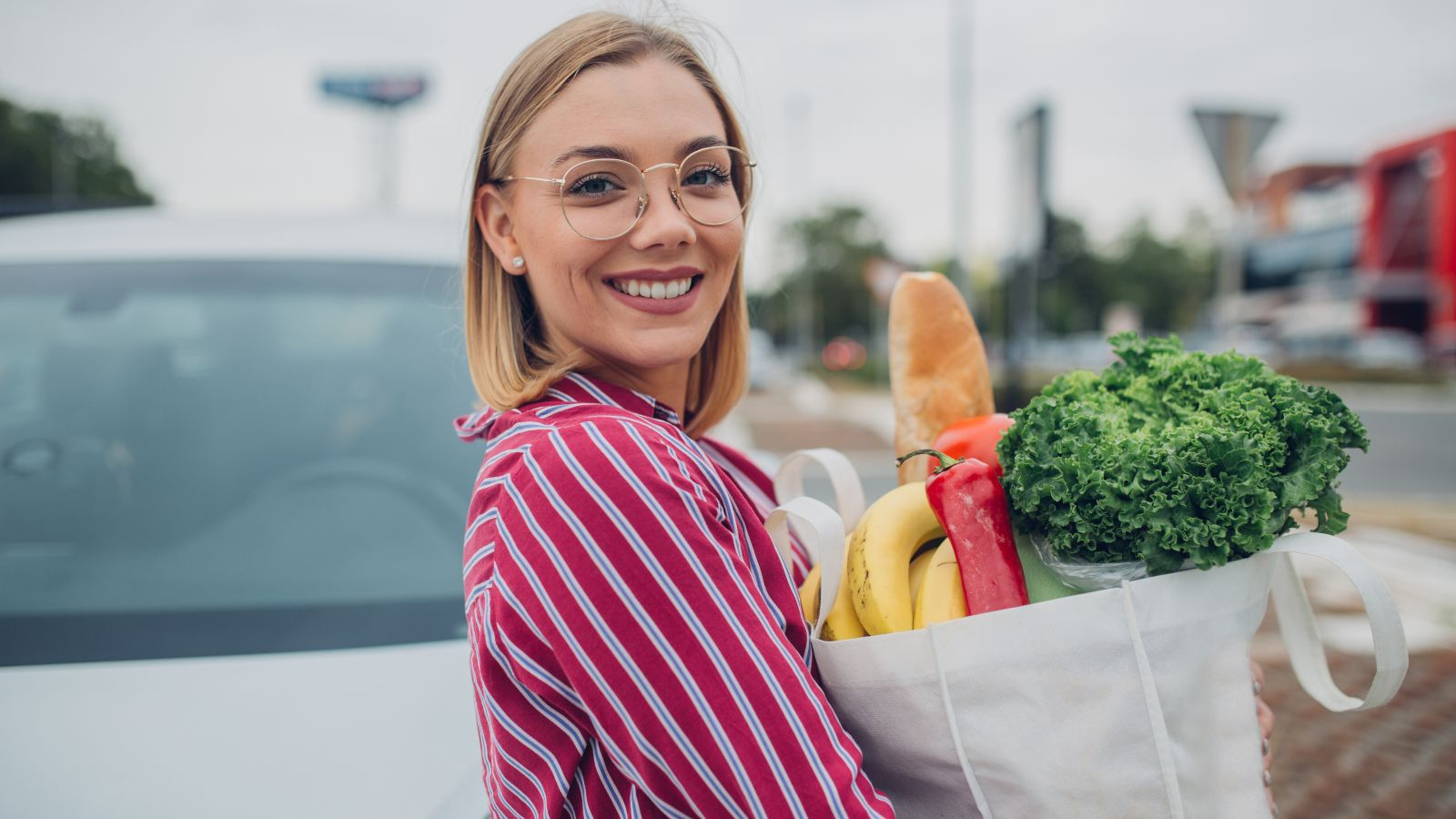 woman plastic free shopping