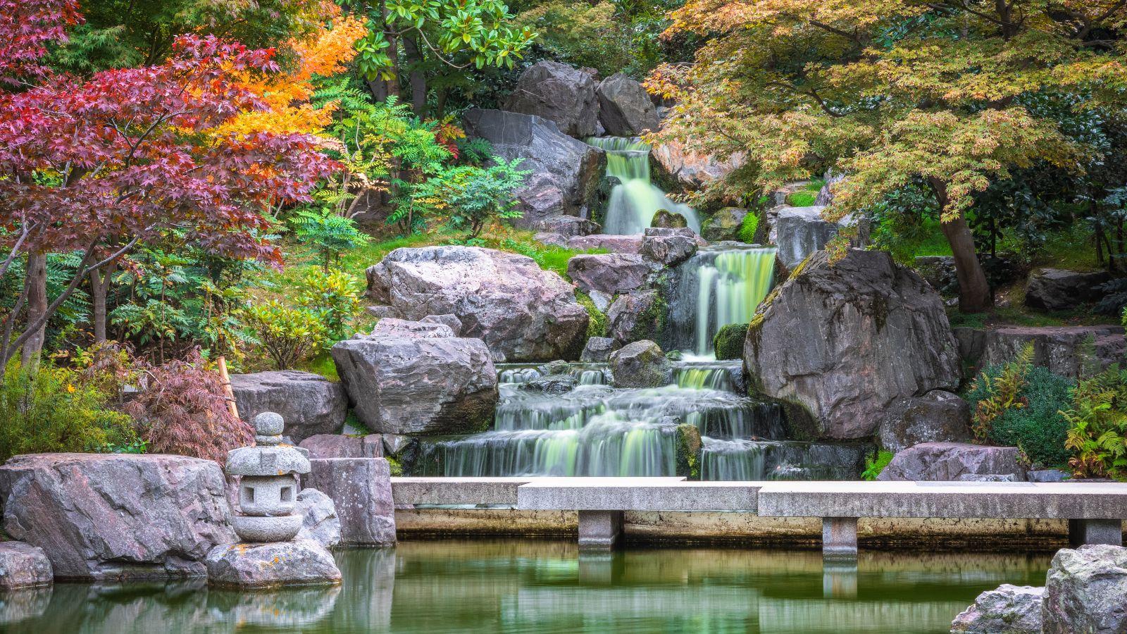 holland park waterfall